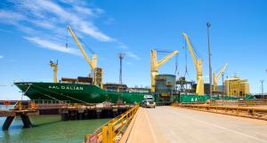 AAL Dalian - Discharging Structural Steel in Port Hedland, Australia