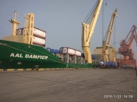 AAL Dampier - Loading Autoclaves in Shanghai, destined for Surabaya