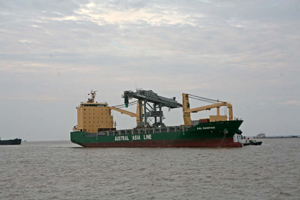 AAL Dampier - Shiploader from Qidong to Newcastle