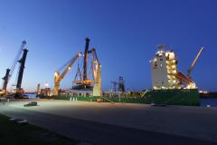 AAL Fremantle - Loading Mobile Harbour Cranes in Rostock, Germany