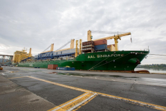AAL Singapore - Discharge Unassembled Shiploader in Vancouver, Canada