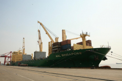 AAL Singapore - Loading Unassembled Shiploader in Shanghai, China
