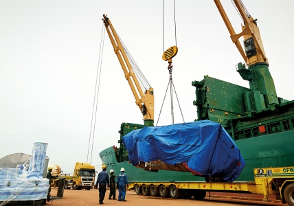 Paris Trader - Loading Dismantled Gas Plant Components at Kemaman Port