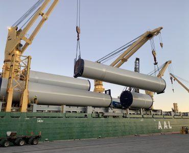 AAL Hong Kong - Discharging Wind Cargo in Burnie